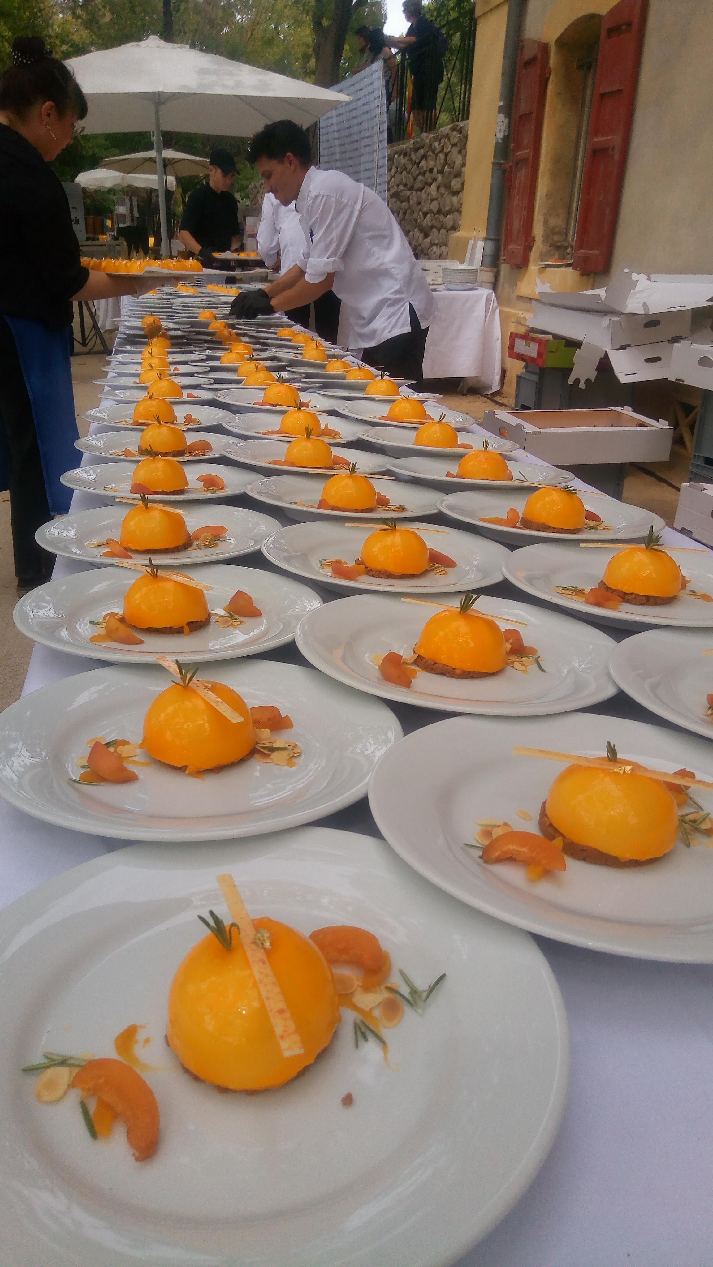 130 gâteaux à l'assiette pour le banquet mistralien