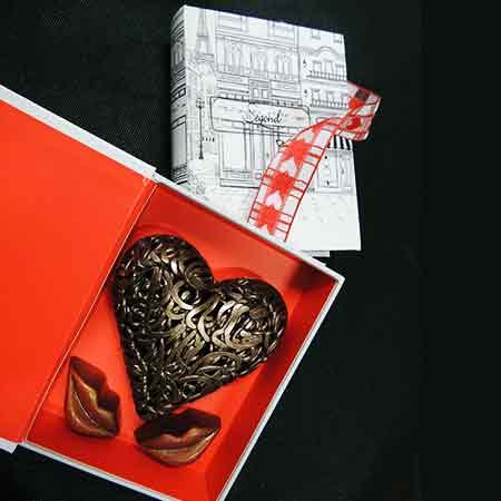 Boite cadeau saint valentin forme de livre